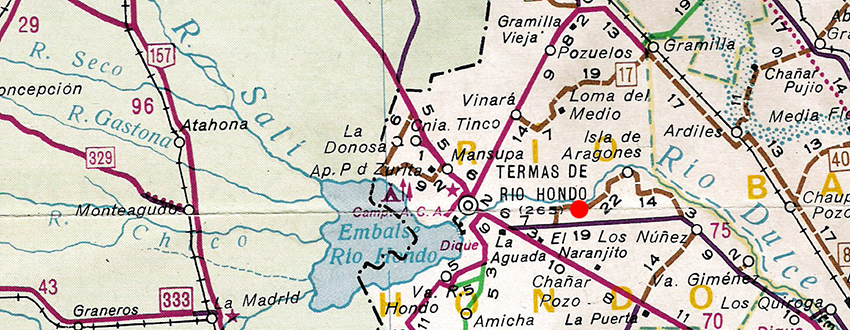 Map showing ríos Sali and Seco in the province of Tucuman (green background left of dotted line) and río Dulce and town of Termas de río Hondo in Santiago del Estero. Red dot shows the approximate type locality of Corydoras longipinnis. Map shows an area of 115 x 45 km.